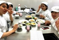 栄養士科2年:「臨床栄養学実習」の授業を紹介!