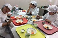 栄養士科2年:応用栄養学実習をご紹介!